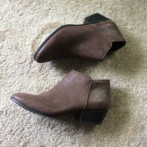 Flash Sale**Style & Co brown boots. Size 10. EUC